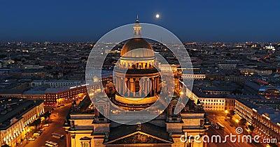 Vogelperspektive auf des der Kathedrale St. Isaacs, Mitte von St Petersburg Ansicht über Vasilievsky-Insel stock footage