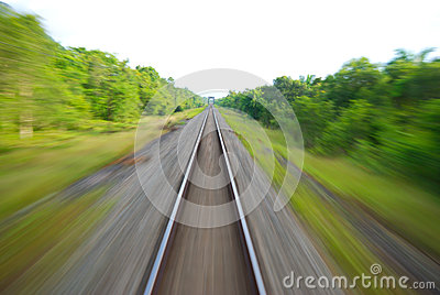 Voie de chemin de fer brouillée