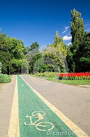 Voie pour bicyclettes en stationnement