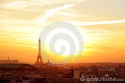 Voisinage de Paris au coucher du soleil