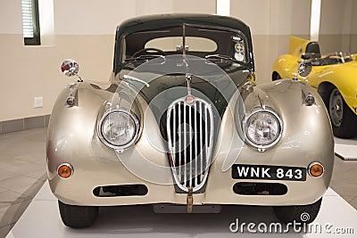 voiture ancienne de jaguar photo stock ditorial image 68247863. Black Bedroom Furniture Sets. Home Design Ideas