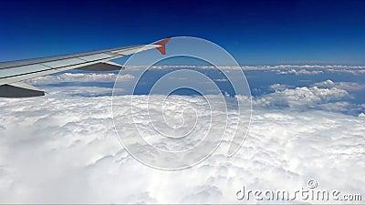Vol au-dessus des nuages clips vidéos