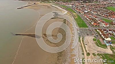Volant au-dessus de la plage de Llandudno, le Pays de Galles - le Royaume-Uni banque de vidéos