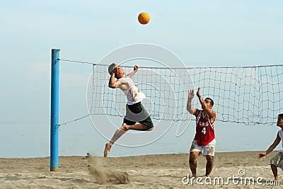 Volleyball auf dem Strand