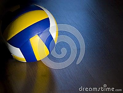 Volleyball sur l étage de bois dur