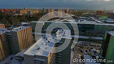 Volo sopra la città di inverno video d archivio