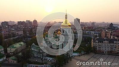 Voo do zangão em torno da catedral de Sophia de Saint, Kiev, Ucrânia video estoque