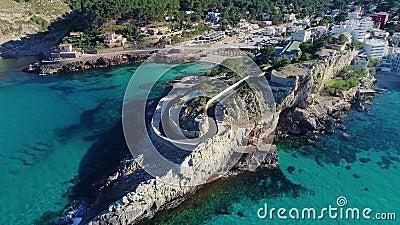 Voo sobre a bela costa em Mallorca vídeos de arquivo