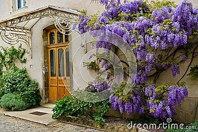 Voordeur met decoratie stock fotografie afbeelding 32212402 - Tuin decoratie buitenkant ...