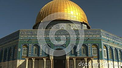 Voorzijde van de koepel van de rotsmoskee in Jeruzalem stock video