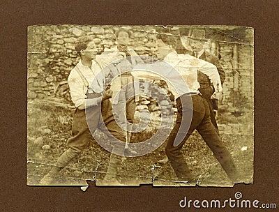 Vorlage 1920 antikes Fotomänner Kämpfen
