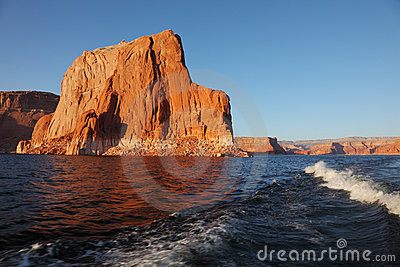 The voyage by boat on Lake Powell