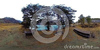 VR för en vacker bergsflod vid sen hösttid Nationalpark, ängsmark, flodbank på överdatadag lager videofilmer