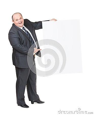 Vrolijke te zware mens met een leeg teken