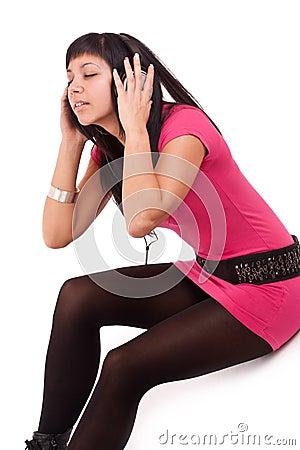 Vrouw die de muziek voelt