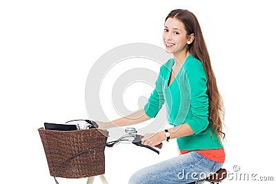 Vrouw die een fiets berijdt