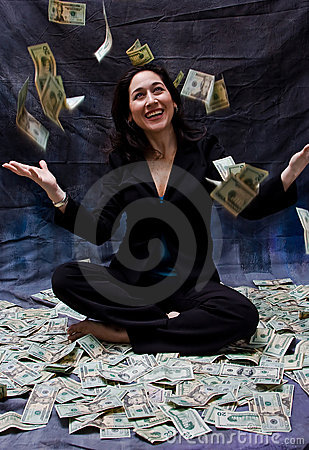 Vrouw die geld ontvangt