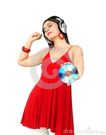Vrouw die van muziek genieten
