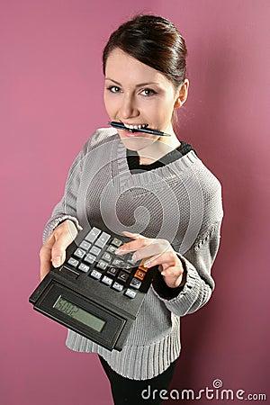 Vrouw met calculator