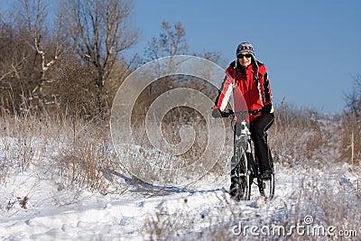 Vrouw op de fiets