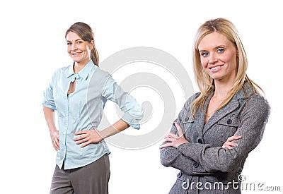Vrouwelijk commercieel team dat op wit wordt geïsoleerds