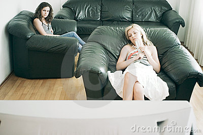 Vrouwen die op TV letten
