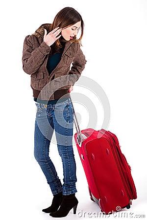 Vrouwen klaar voor reis en het kijken haar bagage
