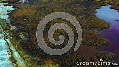 Vue aérienne d'une mine à ciel ouvert Fuites toxiques à travers le barrage à résidus miniers une élimination industrielle des déc clips vidéos
