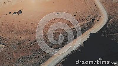 Vue aérienne d'une traînée de désert au coucher du soleil Base du volcan, parc national de Teide, Ténérife Paysage lunaire ou mar clips vidéos