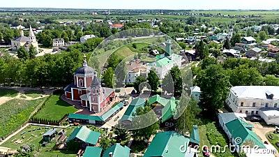 Vue aérienne de vieille architecture russe avec la cathédrale, ville médiévale Suzdal clips vidéos