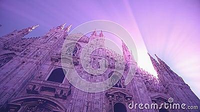 Vue de coucher du soleil de Milan Cathedral Duomo di Milano et de la place del Duomo en Milan Italy clips vidéos