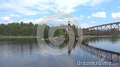 Vue de l'église de St Andrew, matin Région de Léningrad, Russie banque de vidéos