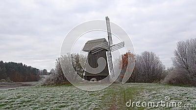 Vue du vieux moulin à vent, jour sombre d'octobre Mikhailovskoye, Pushkinskie sanglant banque de vidéos