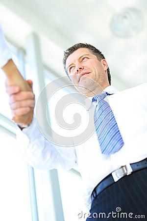 Vue inférieure de poignée de main