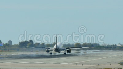 Vueling Airlines Jet Plane Approaching Landing almacen de video
