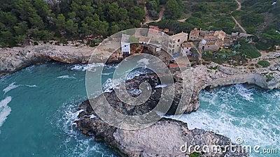 Vuelo sobre el hermoso mar en Mallorca almacen de video