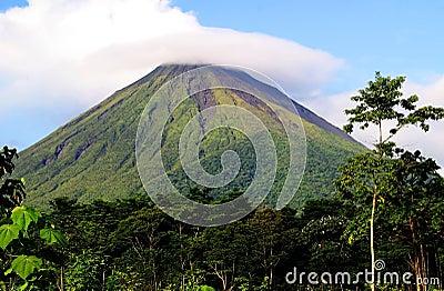 Vulcão de Arenal da montagem em Costa-Rica