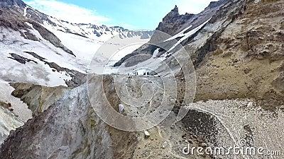 Vulcano di Mutnovsky fumaroles Area termica nel cratere del vulcano di Mutnovsky archivi video