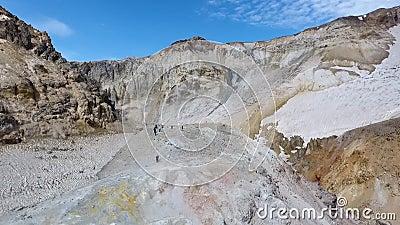 Vulcano di Mutnovsky fumaroles Area termica nel cratere del vulcano di Mutnovsky stock footage