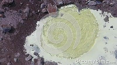 Vulcano di Mutnovsky fumaroles Area termica nel cratere del vulcano di Mutnovsky video d archivio