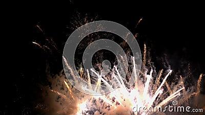 Vuurwerk licht kerstmis op en nieuwjaarsviering stock footage