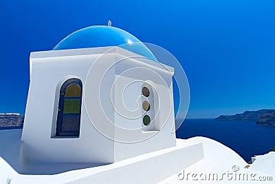 W Grecja błękitny i biały kościół