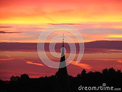 W sunset wieży kościoła