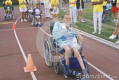 W wózek inwalidzki Olimpiady Specjalnej atleta Fotografia Editorial