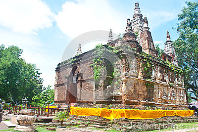 Wad Jed Yod ANCIENT TEMPLE IN CHIANGMAI, THAILAND
