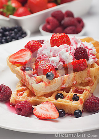 Wafel met vers fruit en room