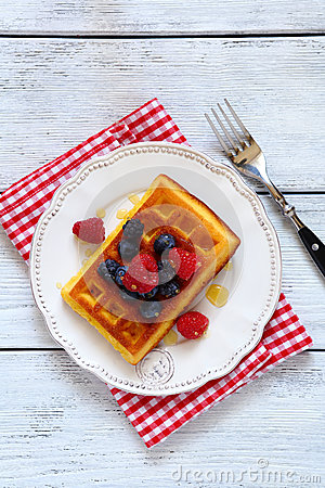 Free Waffles With Berries Top View Royalty Free Stock Images - 43706879