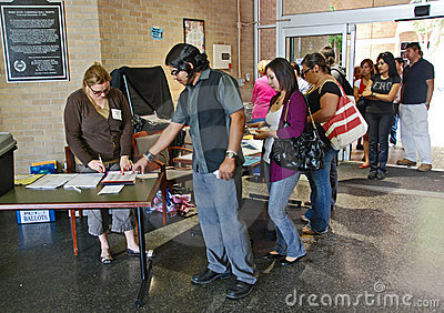 Wait in line at 2008 US presidential voting day Editorial Image