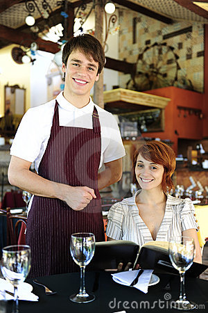 Free Waiter And Happy Costumer At The Restaurant Royalty Free Stock Photography - 14983447
