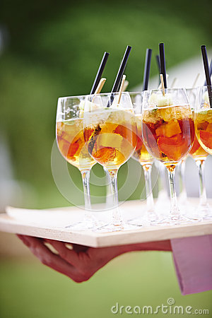 Free Waiter Carrying Tray Of Cocktails With Straws Stock Images - 53103204